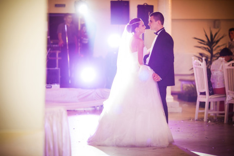 5 Top Tips for Choosing Your First Dance Song