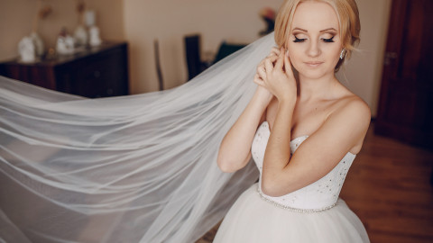 The Ultimate Guide to Wedding Dress Silhouettes